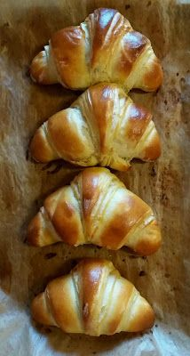 Croissant Brioche, Christmas Breakfast, Small Cake, Croissants, Churros, Doughnuts, Bread Baking, Crepes, Scones
