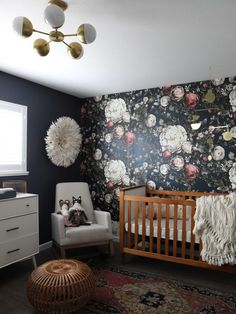 Mara's moody floral nursery reveal Baby Nursery: Easy and Cozy Baby Room Ideas for Girl and Boys Floral Bedroom Decor, Floral Nursery, Nursery Neutral, Navy Girl Nursery, Floral Wall, Vintage Nursery Girl, Nursery Gray, Whimsical Nursery, Floral Room