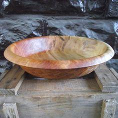 Dieser schöne und funktionale Schale wird von Hand aus einem Stück aufgearbeiteten Ahornholz an einem Baum nach unten gedreht. Das Holz hat