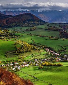 Beautiful Kysuce 💙🍁🍂🍃🏔 Autor fotografie Peter Johánek #ThisIsSlovakia 🇸🇰Follow us on Facebook, link in BIO 👥 Bratislava Slovakia, Heart Of Europe, Green Landscape, Central Europe, Eastern Europe, Countries Of The World, Beautiful Landscapes, Places To See, Cool Pictures