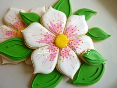 Gorgeous flower cookies by @Lizy B Bakes