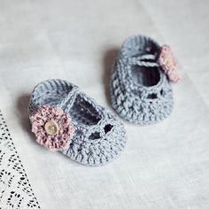 Old Rose baby Booties, via Flickr.
