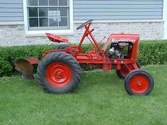 Jaques Mighty Mite with Moldboard Plow Small Tractors, Old Tractors, Lawn Tractors, Antique Tractors, Vintage Tractors, Garden Tractor Attachments, Homemade Tractor, Go Kart Plans, Old Farm Equipment