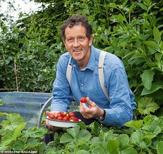 Monty recommends adding compost or manure to soil to improve both the quality and quantity of the harvest Meadow Garden, Edible Garden, Vegetable Garden, Veggie Gardens, Woodland Garden, Organic Gardening, Gardening Tips, Starting Plants From Seeds, Monty Don