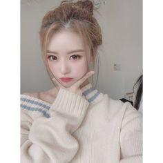 Mijoo~unnie, you're sooo pretttttyyyy😍 Turtle Neck, Sweaters, Beauty, Fashion, Moda, Fashion Styles, Sweater, Beauty Illustration, Fashion Illustrations