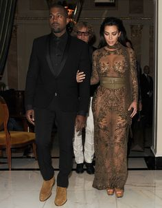 Kim Kardashian and Kanye West leave their hotel and head to the Vogue 100 Gala Dinner, held in Hyde Park Kim Kardashian And Kanye, Kardashian Style, Kardashian Jenner, Kardashian Family, Actress Eva Green, Kanye West And Kim, Ugly Dresses, Couple Outfits, Indian Actresses