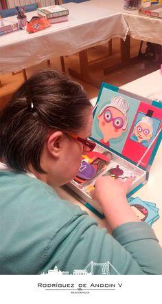 Hoy queremos hablaros de los beneficios hacer puzzles en la #terceraedad. Está demostrado científicamente que hacer puzzles o rompecabezas es una herramienta muy útil para conseguir retrasar los efectos de la demencia senil y la pérdida de memoria, además de mejorar la autoestima cuando somos capaces de superar el reto. ¡Y si no, que se lo digan a nuestros residentes! ¡Mirad qué concentradas están todas! ;-) #mayores #personasmayores #puzzle #terapiacognitiva