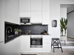 Modern Kitchen Interior Design That You Have To Try 06 Kitchen Room Design, Kitchen Cabinet Design, Interior Design Kitchen, Kitchen Decor, Kitchen Cabinets, Kitchen Layout, Kitchen Ideas, Modern Kitchen Interiors, Contemporary Kitchen Design
