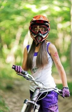 girl with a downhill bike...❤️