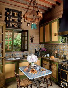 Pierre Bergé calls on Jacques Grange to decorate his Russian-style dacha