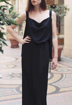 Robe BADENORE, robe longue de soirée, noire, col bénitier, cinture à la taille, bretelle fines.  Styliste modéliste: Agathe Paris http://www.agathe-paris.com/ Photographe: Emmanuelle Sits: http://www.emmanuellesits.com/ Modèle: Anais Launay