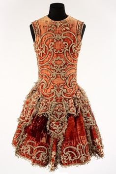Man's silk velvet theatre costume with silver strip and thread embroidery, Italy, 1740–60. Museum no. S.92-1978