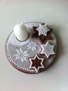 Svícen Pan Dulce, Cookies Et Biscuits, Cookie Decorating, Gingerbread Cookies, Cake, Advent, Decorative Plates, Decoration, Sweets