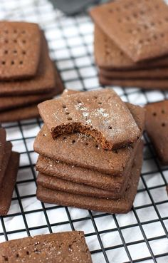 Homemade Chocolate Graham Crackers | mysequinedlife.com