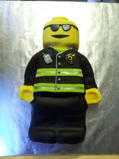 Sweet looking LEGO Fire fighter cake.