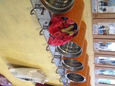 Waar kunnen de kinderen hun muts, sjaal of schatjes opbergen? in mooi geschilderde babyvoedingpotten.
