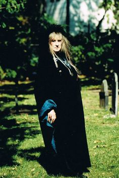 Laurie Cabot is an American Witchcraft high priestess, and was one of the first people to popularize Witchcraft in the United States. Wise Women, Strong Women, Wiccan, Witchcraft, Every Witch Way, Male Witch, Fantasy Witch, Witches Cauldron, Witch Trials