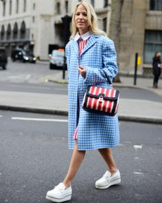 12 cool ideas on how to wear denim from LFW street style stars Stylish Street Style, Nyfw Street Style, Urban Street Style, Street Style Summer, Cullotes Street Style, London Fashion Weeks, Fashion Updates, Star Fashion, What To Wear