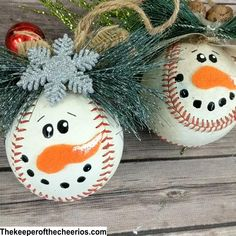 Christmas Crafts For Kids, Christmas Projects, Christmas Fun, Holiday Crafts, Christmas Videos, Baseball Christmas Ornaments, Wooden Christmas Crafts, Christmas Hot Chocolate, Chocolate Gifts