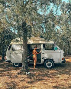 """☾ ☼ 𝗦𝗢𝗙𝗜𝗔 𝗠𝗔𝗡𝗨𝗘𝗟 ☼ ☽ στο Instagram: """"Me and my girl... dreaming out loud! 🚌✨ . . . . . . #framboesathevan #projectvanlife #travelcouple #campeveryday #camperlifestyle…"""" Transporter T3, Volkswagen Transporter, Vw T1, Vw T3 Camper, Vw Bus T3, Truck Camping, Van Camping, Trucks And Girls, Car Girls"""