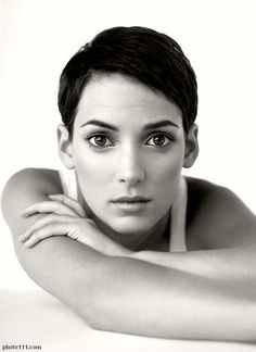 NO WOMAN, in the history of the world, ever rocked a boy's cut and still looked as unbelievably feminine and as girlishly sexy as Winona Laura Horowitz. ♥♥♥♥♥