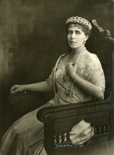 Marie in her circles, or loop tiara Maud Of Wales, Royal Queen, Royal Jewelry, Kaiser, King George, Antique Photos, Ferdinand, Prince Charles, British History
