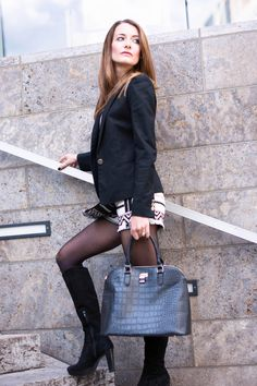 http://www.thefashionrose.com/2015/10/fashion-skirt-like-pants-with-jacquard-print.html Elegant in black & white.