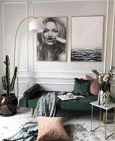Love how well gold and dusty mauve complement this green velvet daybed. Would love to do something like this in my office/ guest bedroom Diy Interior, Home Interior Design, Interior Decorating, Living Room Designs, Living Room Decor, Home Decor Inspiration, Inspiration Design, Home And Living, House Design