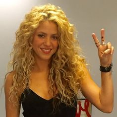 How to Get Shakira Curly Hair. The beautiful and talented Colombian singer, Shakira, had already made an unforgettable mark with her song and dance. Curls For Long Hair, Long Curly Hair, Big Hair, Wavy Hair, Curly Hair Styles, Permed Hairstyles, Pretty Hairstyles, Straight Hairstyles, Shakira Hairstyles