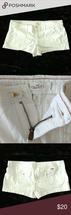 Hollister White Shorts Gently used. No stains or spots. 98% cotton 2% elastane. Hollister Shorts Cargos