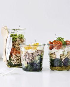 Hverdagen banker på døren igen, og så er det tilbage til madpakkerne. Vi har samlet tre lækre salater, der er nemme at lave og som kvikker madpakken væsentligt op.
