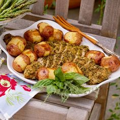Learn how to make Herb-Crusted Pork Tenderloin with Horseradish-Roasted New Potatoes. MyRecipes has 70,000+ tested recipes and videos to...
