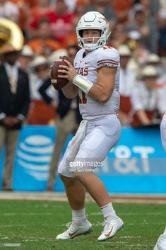 Texas Longhorns quarterback Sam Ehlinger looks to pass during the Big 12 Conference Red River Rivalry game against the Oklahoma Sooners on October 2018 at Cotton Bowl Stadium in Dallas, Texas. Get premium, high resolution news photos at Getty Images College Football Uniforms, Texas Longhorns Football, Oregon Ducks Football, Notre Dame Football, Ohio State Football, Sport Football, Football Helmets, Oklahoma Sooners, Red River Rivalry