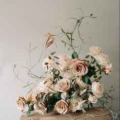 Great statement made by this wedding floral arrangement! All one flower, but still so impactful.
