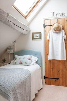 aus einer kleinen dachnische wird ein gem tliches schlafzimmer wohnidee schlafzimmer bed. Black Bedroom Furniture Sets. Home Design Ideas