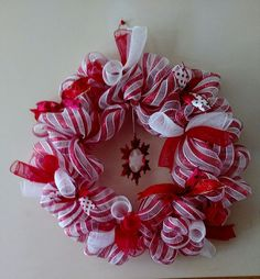 Christmas Deco Mesh Wreath Red and White #DecoMesh