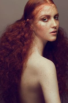 Red Wavy Rapunzel Hair, Game of Thrones Hair, Irish Ginger Hair, via Behance. Hair Photography, Fashion Photography, Travel Photography, Pelo Editorial, Editorial Fashion, Red Hair Model, Hair Models, Magenta Hair Colors, Fashion Foto