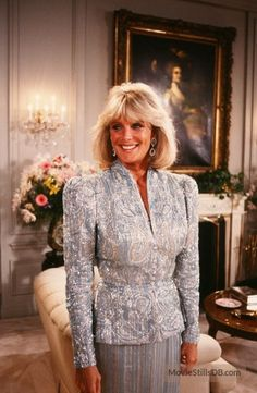 A gallery of Dynasty publicity stills and other photos. Featuring Joan Collins, Linda Evans, John Forsythe, Diahann Carroll and others. Hollywood Glamour, Classic Hollywood, Victoria Justice Hair, 80s Fashion, Fashion Beauty, Beauty Style, Dynasty Tv Show, Der Denver Clan, Carrie White