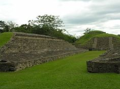 El Tajin - the 4th largest archelogical site in Mexico.  It was absolutely beautiful.  This is a playing field for a pre-hispanic ball game ...