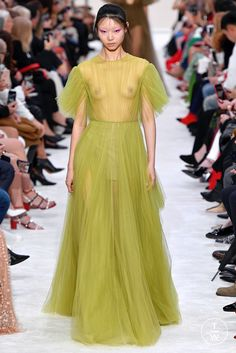 Fashion Week Paris Fall/Winter 2019 look 60 from the Valentino collection womenswear Ftv Fashion, Fashion Tv, Fashion Beauty, Womens Fashion, Women's Fashion Dresses, Sexy Dresses, Nice Dresses, Sexy Photography, Attractive Girls
