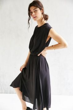 Silence + Noise Leighton Plunging Midi Dress - Urban Outfitters
