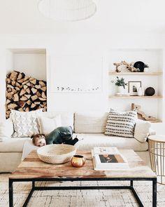 Un salon blanc chaleureux, mélange d'industriel et de rustique qu'on adore !