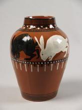 Vaas met decor van 4 hazen