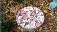 Add an interesting touch to your garden with this DIY stepping stone. It's actually very easy to make.