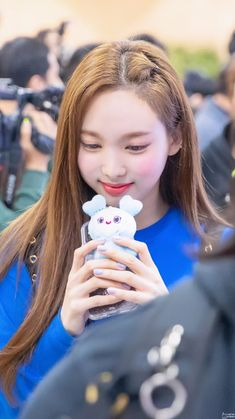 Twice-Nayeon 190311 Gimpo Airport from Japan Kpop Girl Groups, Korean Girl Groups, Kpop Girls, Twice Jyp, Twice Once, Extended Play, My Girl, Cool Girl, Twice Group