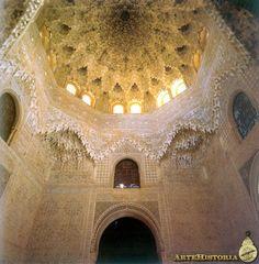 La Alhambra (Granada). Palacio de los Leones. Sala de las Dos Hermanas. XIII-XIV