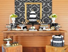 Uma festa que une o vintage ao contemporâneo, composta de muito black&white e com toques de dourado. Decoração de bom gosto, leve e madura, perfeita para um aniversário adulto!
