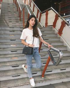 น้องรอพี่ที่ท่าบีทีเอสทุกวันเลย🤣🚅 Korea Fashion, Girl Fashion, Fashion Outfits, Simple Outfits, Casual Outfits, Cute Outfits, Cute Girl Photo, Girl Photo Poses, Ulzzang Fashion Summer