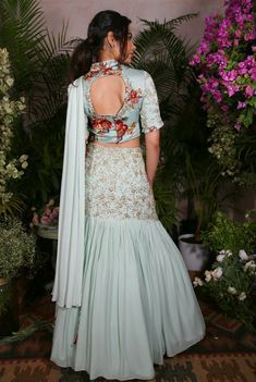 Lehnga Dress 854558098031243239 Source by clothing indo western Indian Gowns Dresses, Indian Fashion Dresses, Indian Designer Outfits, Designer Dresses, Fashion Outfits, Choli Designs, Lehenga Designs, Saree Blouse Designs, Dress Designs
