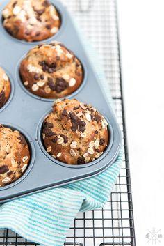 Frühstücksmuffins mit Banane und Erdnussbutter ohne Zucker | relleomein.de #thermomix #breakfastmuffins #rezept